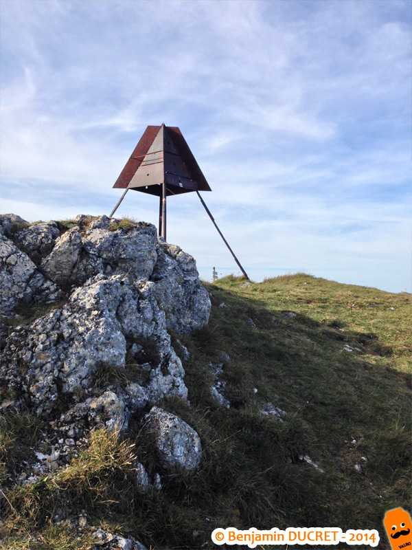 Le vrai sommet du Grand Colombier (borne géodésique)