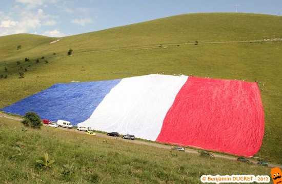 Le plus grand drapeau français du monde - 15000m² !