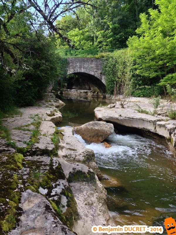 Pont en amont de la cascade