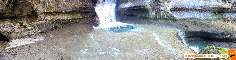 Vue panoramique de la cascade du Puits des Tines