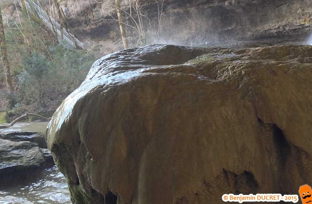 Stalagmite calcaire en formation